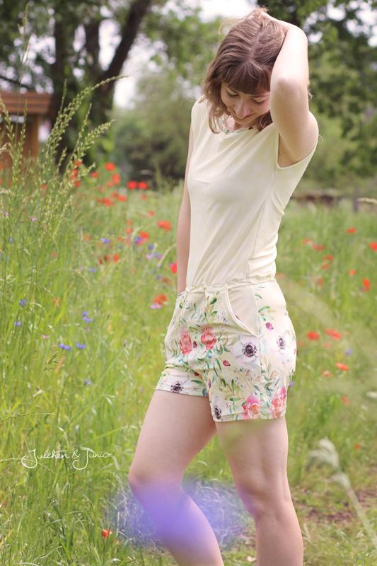 Viskose Jersey Sommerstoff Frühlingsstoff Blumen Aquarell Bordürenstoff von Mondstoff